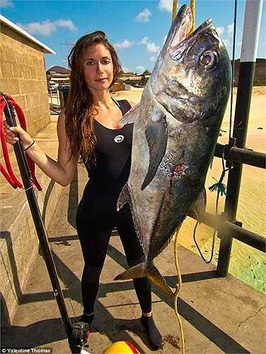 Cô gái và con cá Atlantic Jack đem lại kỷ lục cho mình năm 2013