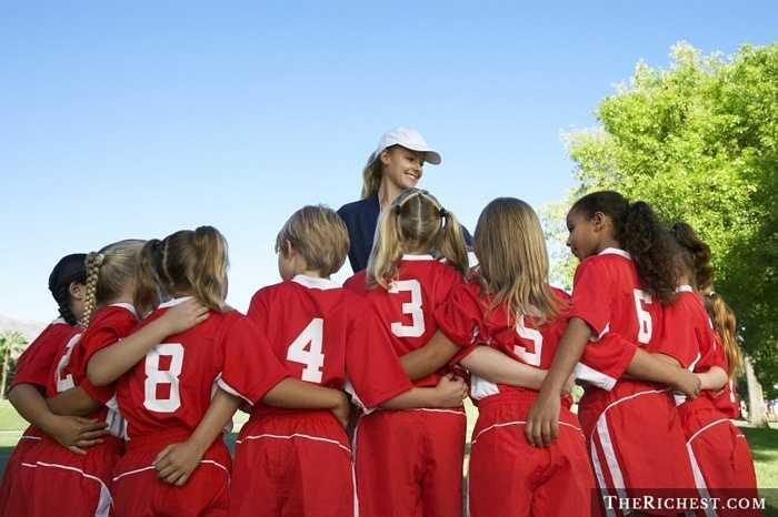 Huấn luyện viên thể thao chuyên nghiệp. Một nghề nghiệp rất cần tới cá tính mạnh mẽ và khả năng lãnh đạo, cái đầu lạnh tuyệt vời. Dễ hiểu khi nó thường được dành cho các quý ông nhiều hơn