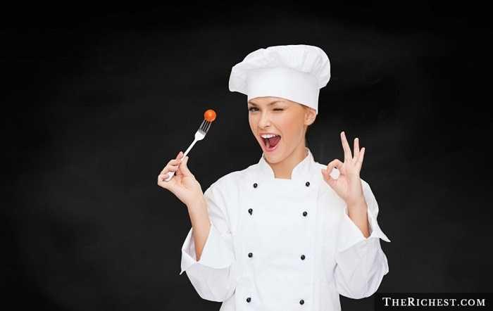 Đầu bếp. Mặc dù đứng bếp trong các gia đình thường là người vợ nhưng trên thực tế, tại các nhà hàng khách sạn, bếp trường hầu hết đều là đàn ông. Cũng không thể khẳng định là đàn ông nấu ăn ngon hơn phụ nữ, tuy nhiên, có thể là họ có một chút tinh tế nhất định