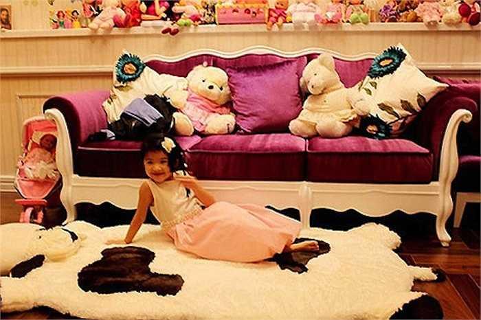 Phòng của cô bé có nhiều gấu bông