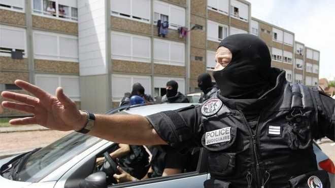 Nghi can khủng bố là cha của 3 đứa trẻ từ 6 tới 9 tuổi