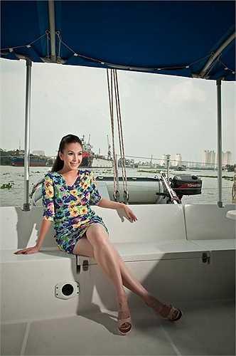Người đẹp thường xuyên thực hiện những bộ ảnh tạo dáng trên chiếc du thuyền sang trọng này.