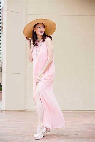 Hoa hậu Việt Nam 1992 tươi trẻ rạng rỡ.