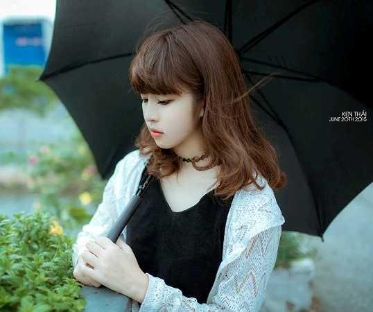 Khánh Vân cho biết ngoài thời gian học còn tham gia quảng cáo và làm mẫu ảnh.