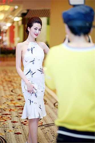 Khánh My đã tham dự một buổi tiệc với sự góp mặt của khá nhiều doanh nhân.