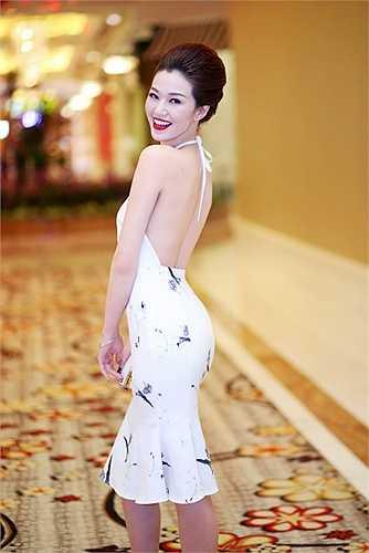 Đây là nhà thiết kế Việt Nam đầu tiên tham sư London fashion week 2014 với tư cách tài năng mới và là nhà thiết kế chính thức.