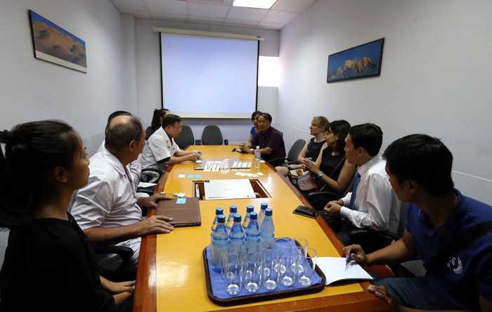 Đại diện Man City họp với ban giám đốc bệnh viện Việt Pháp