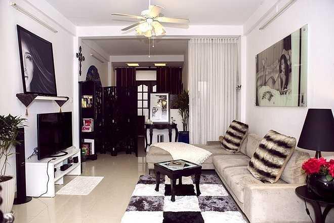 Cô tự bài trí, thiết kế lại căn nhà theo ý mình, tạo nên một không gian khá bắt mắt.