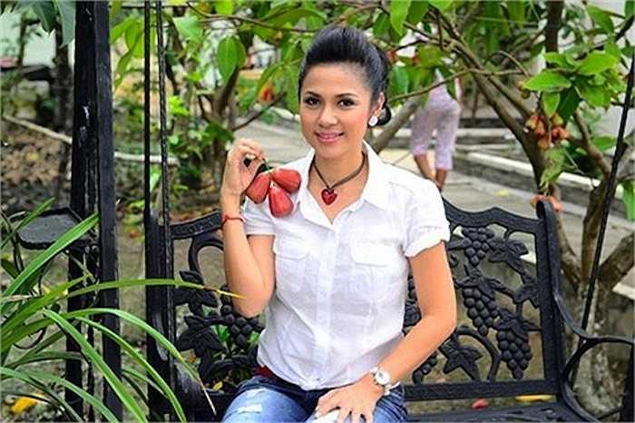 Vì vậy, cô và con trai chọn cuộc sống tách biệt tại khu dân cư Lái Thiêu, thuộc tỉnh Bình Dương, cách xa thành phố Sài Gòn sôi động.
