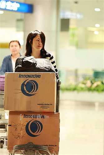Sau lần trở về Việt Nam vào tháng 7 năm ngoái, vợ chồng nhạc sĩ - ca sĩ Phương Thảo, Ngọc Lễ cùng 2 con gái là bé Na, bé Nấm đã đáp chuyến bay từ Mỹ về Việt Nam để thực hiện liveshow Dấu ấn