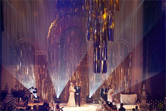 Lên xe hoa với thiếu gia đất Hà thành Đỗ Bình Dương, đám cưới của siêu mẫu Ngọc Thạch thu hút sự quan tâm của dư luận.