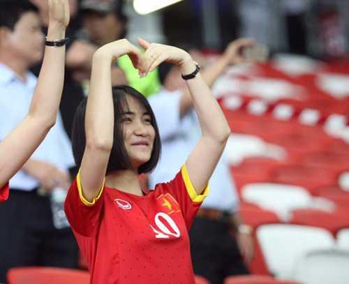 Dù là ca sĩ nhưng Hòa Minzy xuất hiện rất nhiều lần trên mục thể thao.