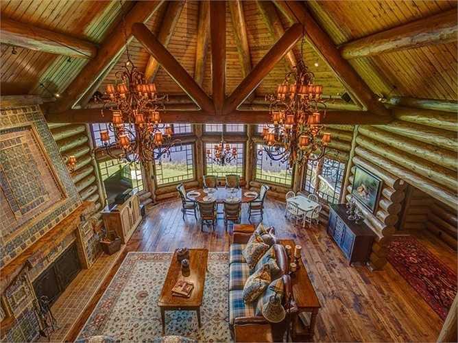 Toàn bộ thiết kế của ngôi nhà đều bằng gỗ.