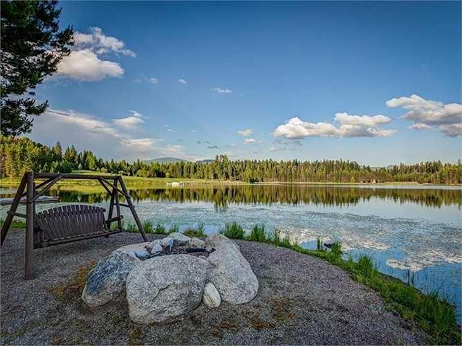 Chủ nhân còn cho xây dựng những nơi để đốt lửa, cắm trại hoặc ngồi thảnh thơi, thư giãn ngắm cảnh tại những chỗ có 'view' (tầm nhìn) đẹp.