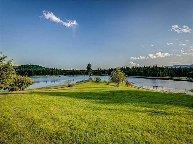 Một ngôi biệt thự gỗ với khung cảnh thiên nhiên hoang dã nhưng vẫn đầy đủ mọi tiện nghi như một khu nghỉ mát cao cấp khiến cho nhiều người không khỏi thích thú khi ghé thăm.