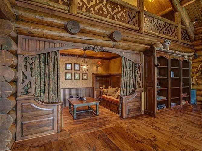 Phòng đọc sách nằm trong một góc yên tĩnh, bình yên nhất của ngôi nhà