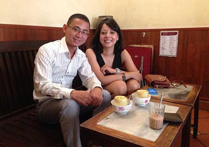 Sáng 27/6, trước khi lên đường về nước, đại diện Man City đi thưởng thức ẩm thực Hà Nội. (Hà Thành - Tổng hợp)