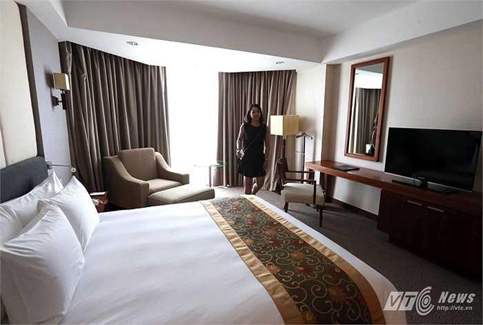 Tiếp đến họ có mặt ở một khách sạn 5 sao để kiểm tra hệ thống phòng ở. (Ảnh: Quang Minh)
