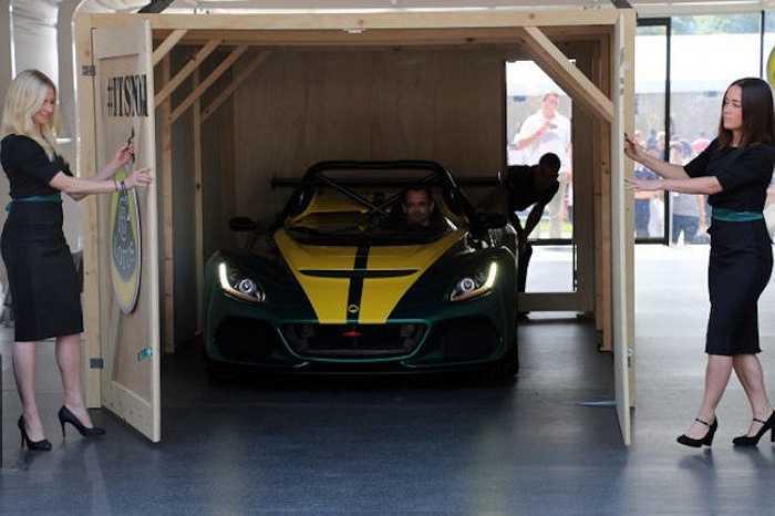Theo hãng xe Anh Quốc, 3-Eleven thể hiện 'tinh thần Lotus không giới hạn' và sẽ được bán với cả 2 phiên bản 'chạy phố' và 'chạy trường.