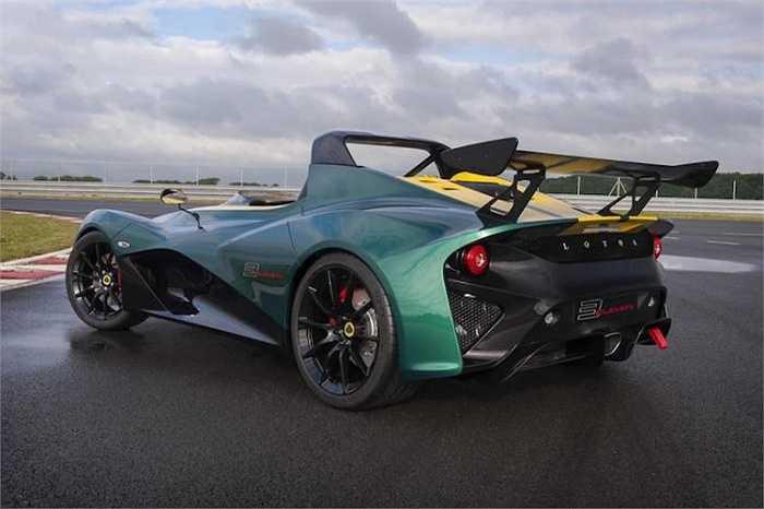 Thiết kế độc đáo của chiếc xe được tạo nên bởi các vật liệu cực nhẹ như sợi carbon, nhựa tổng hợp và nhôm, khiến cho phiên bản đua của 3-Eleven có trọng lượng dưới 900 kg.