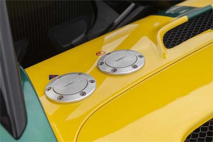 Nhờ trọng lượng siêu nhẹ và động cơ khá mạnh, 3-Eleven có khả năng tăng tốc từ 0-100 km/h chỉ trong dưới 3 giây, với tốc độ tối đa cho bản đua là 280 km/h và bản đường phố là 290 km/h.