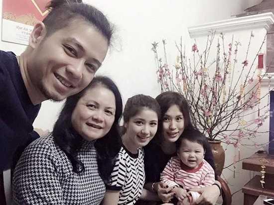An Japan thường xuyên chia sẻ những khoảnh khắc hạnh phúc của gia đình lên trang cá nhân. Bố An qua đời khi cô mới tròn 3 tuổi, mẹ là người chăm sóc, nuôi nấng cô trưởng thành. Dù công việc bận rộn thế nào, hot girl Hà Thành cũng dành nhiều thời gian bên người thân.