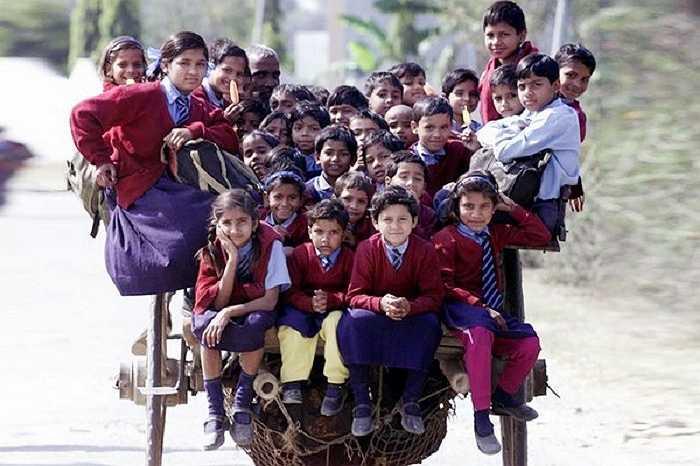 Dân số của Ấn Độ gần như tương đương với dân số của Pakistan, Indonesia, Brazil, Bangladesh, Nhật Bản và Hoa Kỳ cộng lại. Sự gia tăng dân số quá mức đã khiến cho những trẻ em ở đây phải sống trong những hoàn cảnh rất khó khăn