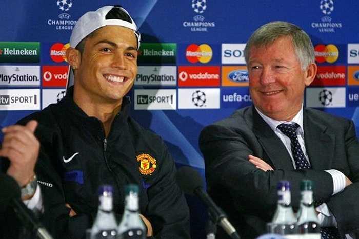 Ronaldo từng muốn sang Real Madrid ngay trong hè 2008 sau khi giành ngôi vô địch Champions League cùng Man Utd. Tuy nhiên Sir Alex đã thuyết phục anh này ở lại Old Trafford thêm 1 năm, trước khi gật đầu với số tiền kỷ lục 80 triệu bảng