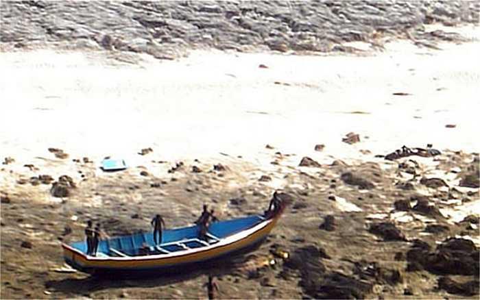 Mới đây, tổ chức Survival International cũng lên tiếng phản đối ngư dân đánh bắt cá quanh đảo sẽ làm suy giảm nguồn thức ăn của bộ tộc này.