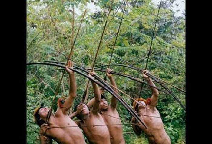 Chính phủ Ấn Độ đã lập vành đai rộng tới 5km và cấm mọi người vượt qua vành đai để tiếp xúc với họ.