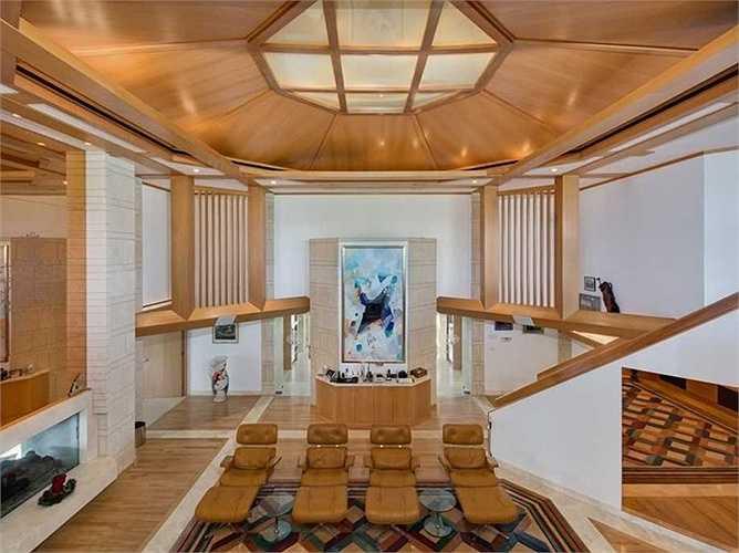 Phòng khách được thiết kế không cố định, có thể xoay vòng theo một trục chính