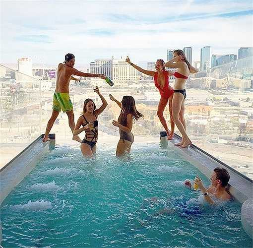 Những bữa tiệc đầy cảm hứng trên nóc những tòa nhà cao nhất thế giới