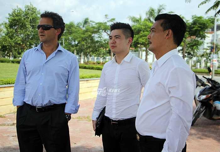 Đồng hành cùng ông Lopez có con trai bầu Hiển, Đỗ Vinh Quang. (Ảnh: Hà Thành)