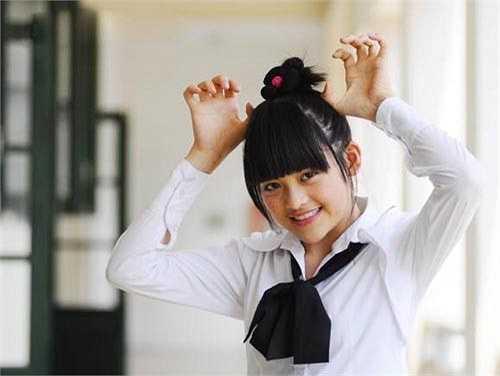 Thùy Anh sinh năm 1995, hiện là sinh viên Học viện Ngân hàng, Hà Nội. Tham gia Bộ tứ 10A8 từ khi mới 14 tuổi, cô nàng vào vai Phan Linh với những hình ảnh nhí nhảnh, đáng yêu và đôi khi hơi hậu đậu. Vai diễn này đem đến sức hút trong lòng khán giả Việt những năm 2009-2010. Tương tự Mai Chi, khi thành công đang ở mức nở rộ, Thùy Anh đột ngột rời xa showbiz, không ham gia bất cứ hoạt động nghệ thuật nào để tập trung cho công việc học tập.