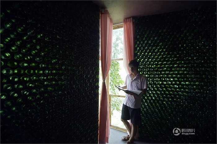 Ông kể, con trai mình rất nghiêm khắc với việc kết nối các vật liệu với nhau để tạo độ chắc chắn cho ngôi nhà.