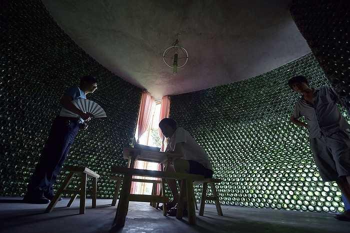 Li đã xây đi xây lại rất nhiều lần khi phát hiện ra một tầng của ngôi nhà không đủ phẳng.