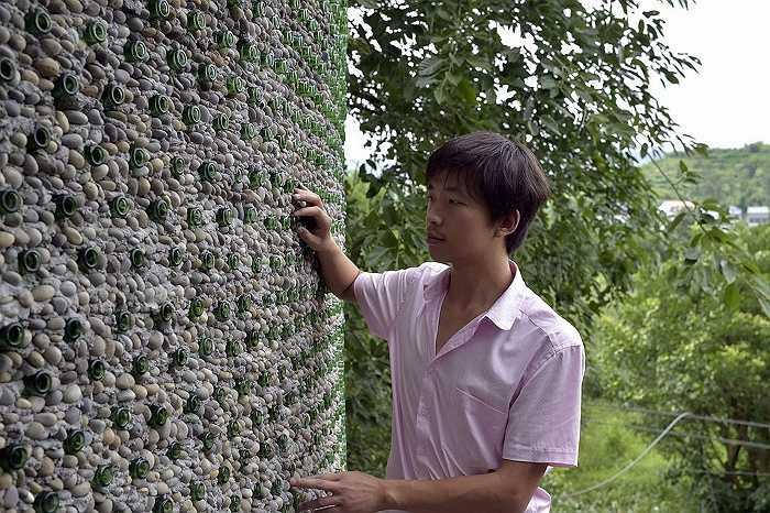 Người dân làng vô cùng thích thú với công trình độc đáo này của Li.
