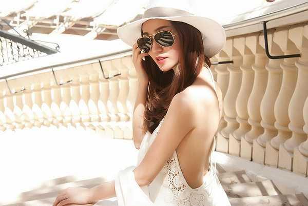 Trong chuyến đi Mỹ vừa qua, Người đẹp đã ghé thăm thành phố Las Vegas và tham quan toàn cảnh nơi đây bằng trực thăng.