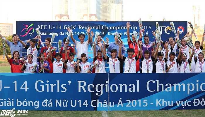 Hình ảnh nhà vô địch U14 nữ Đông Nam Á, tuyển Việt Nam. (Ảnh: Phạm Thành)