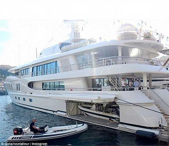 Tận hưởng sự thoải mái, thoát khỏi nắng nóng trên du thuyền lộng lẫy giữa biển khơi