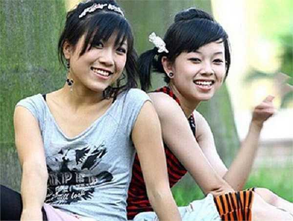 Dương Bảo Ly (Ly cute) đảm nhận vai Dịu trong Nhật ký Vàng Anh 2. Trong khi đó Trang Pháp (bên trái) vào vai Thảo đanh đá. Dịu và Thảo thường xuyên góp mặt trong mọi cuộc gây gổ với nhóm bạn khác. Vì vậy, 2 nhân vật này bị ghét trong phim.