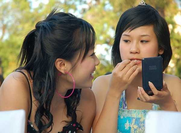 Trong Nhật Ký Vàng Anh phần 1, Diễm Hằng đóng vai cô em đanh đá của Vàng Anh. Sang phần 2, cô vào vai người bạn thân.
