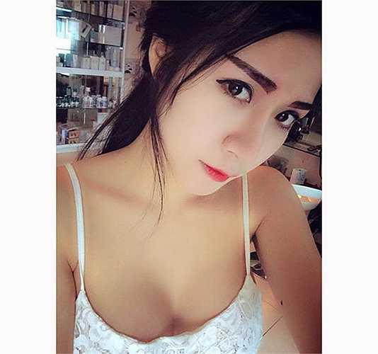 Hotgirl Hà thành Vân Navy thể hiện gu thời trang sexy.
