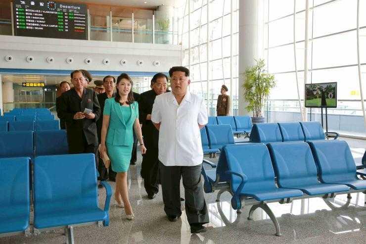 Chủ tịch Triều Tiên Kim Jong-un và phu nhân đi thăm sân bay mới