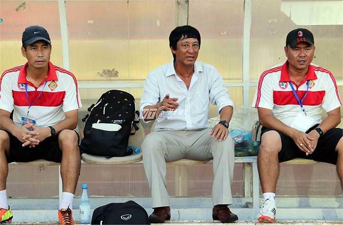 Nhiệm vụ của ông Bảo là giúp đội bóng Tây Đô sống chết phải giành 3 điểm để thoát đáy bảng xếp hạng sau lượt đi. (Ảnh: Quang Minh)