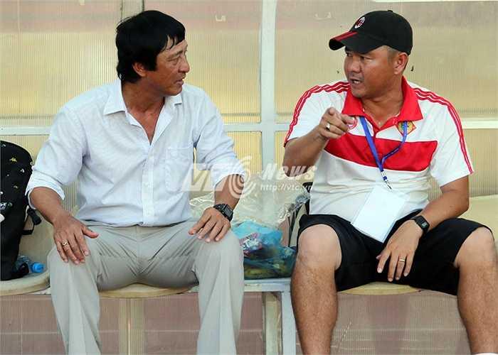 Đội bóng của ông Bảo đã gây bất ngờ khi có bàn mở tỷ số ở phút 15 do công của Phan Thanh Phúc. Đó cũng là bàn thắng duy nhất trong hiệp 1 khiến ông bảo tạm yên lòng. (Ảnh: Quang Minh)