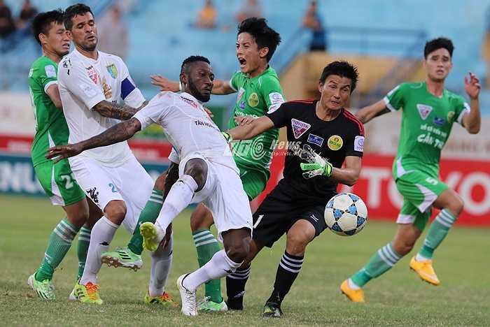 Điều này đồng nghĩa với việc thầy trò HLV Vũ Quang Bảo đối diện với lời nguyền V-League: sẽ xuống hạng cuối mùa nếu xếp bét bảng sau lượt đi! (Hà Thành - Ảnh: Quang Minh)
