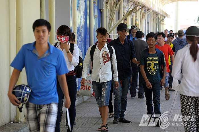 Năm nay, lượng thí sinh ở các tỉnh đổ về Hà Nội không đông do cách thức thi đã được thay đổi.