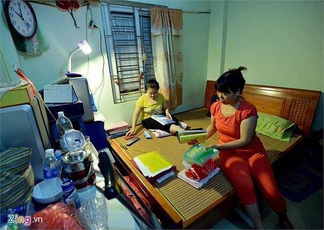 Nữ sinh THPT Nguyễn Khuyến - Nguyễn Minh Vân - là cô gái đặc biệt. Em bị xương thủy tinh, không thể tự đi lại như người bình thường, nhưng có thành tích học tập đáng nể. 12 năm liền, Vân đạt danh hiệu học sinh giỏi, giành nhiều học bổng. Năm lớp 9, Vân là học sinh giỏi môn Hóa cấp thành phố, đạt giải cuộc thi Nét bút tri ân.