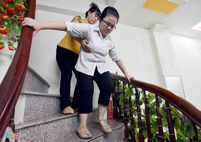 6h sáng 30/6, Vân cùng mẹ đến trường sau bữa ăn sáng vội vã.
